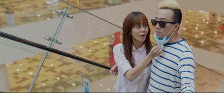 Tran Thanh bat ngo hon co gai khong phai Hari trong phim moi - Anh 2
