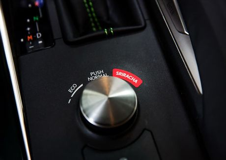 Lexus IS phien ban 'tuong ot' Sriracha doc nhat vo nhi - Anh 10