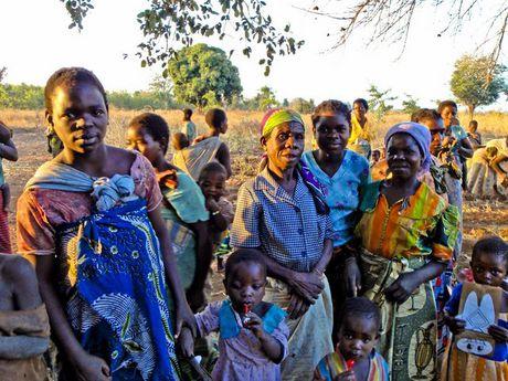 Xet xu ke co HIV duoc thue quan he voi 104 co gai Malawi - Anh 3