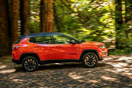 2017 Jeep Compass ra mat, thay the 'lao gia' Patriot - Anh 2