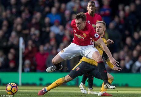 Chuyen dong MU: Hoa Arsenal chang khac thua 0-6, thong ke khung ve Mata - Anh 4