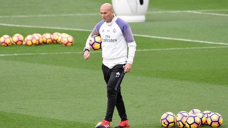Zidane lap them mot ky luc cung Real Madrid - Anh 1
