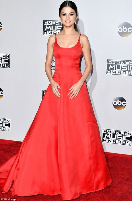 Selena Gomez tro lai ruc ro sau 2 thang dieu tri tam ly - Anh 1