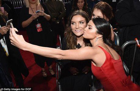 Selena Gomez tro lai ruc ro sau 2 thang dieu tri tam ly - Anh 7
