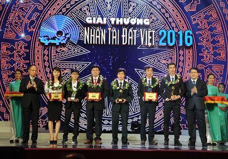 Nhung hinh anh duoc mong cho nhat dem trao giai Nhan tai Dat Viet 2016 - Anh 7