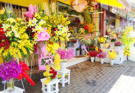 Hoa tuoi tang gia manh van 'hut khach' dip 20/11 - Anh 1