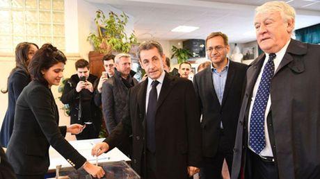 Cuu Tong thong Phap Nicolas Sarkozy bi loai o vong mot bo phieu so bo - Anh 1