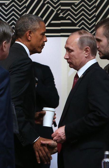 Cai bat tay lanh chua tung thay cua hai ong Obama va Putin - Anh 1