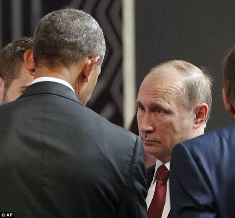 Cai bat tay lanh chua tung thay cua hai ong Obama va Putin - Anh 2