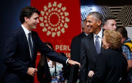 Cai bat tay lanh chua tung thay cua hai ong Obama va Putin - Anh 3