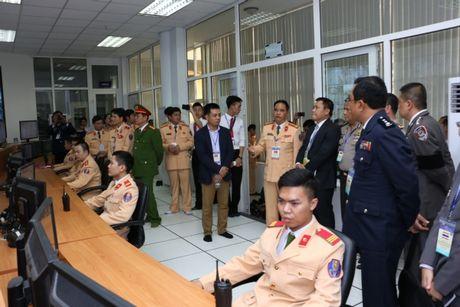 Dai dien CSGT cac nuoc ASEAN tham quan Trung tam dieu khien giao thong Ha Noi - Anh 3