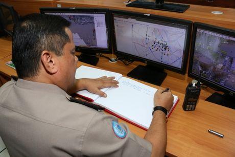 Dai dien CSGT cac nuoc ASEAN tham quan Trung tam dieu khien giao thong Ha Noi - Anh 6