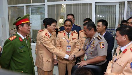 Dai dien CSGT cac nuoc ASEAN tham quan Trung tam dieu khien giao thong Ha Noi - Anh 7