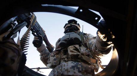4.000 binh si NATO ram rap tap tran gan bien gioi Nga - Anh 1