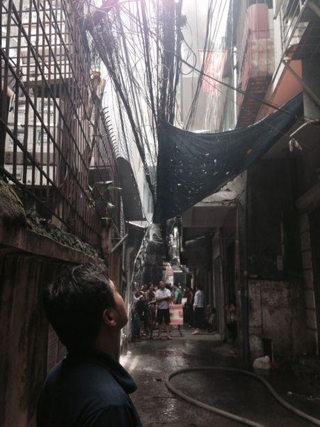 Dang chay lon o pho Tran Khat Chan - Anh 3