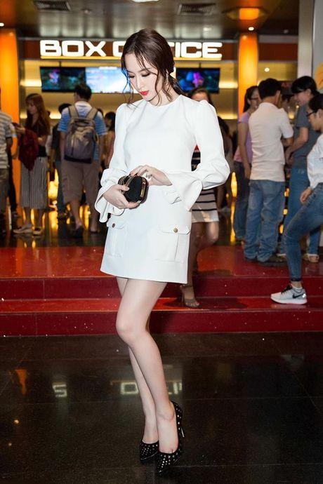 Angela Phuong Trinh tre trung, sanh doi Vo Canh ra mat 'Su menh trai tim' - Anh 3