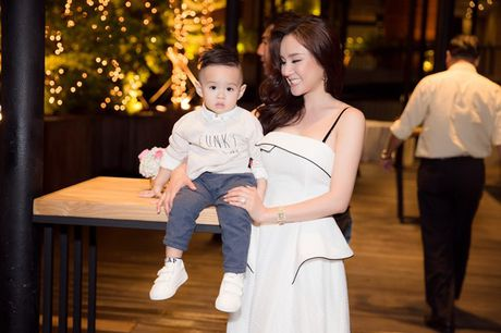 Vy Oanh hao hung khoe con trai 'hot boy' - Anh 4
