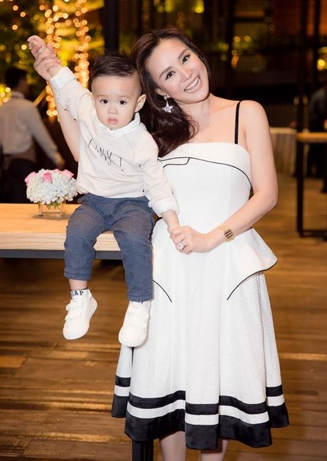 Vy Oanh hao hung khoe con trai 'hot boy' - Anh 8
