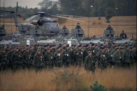 NATO dieu 4.000 binh si tap tran gan bien gioi Nga - Anh 1