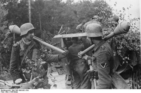 Su dang so cua sung chong tang Panzerfaust ma phat xit Duc tung so huu - Anh 2