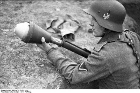 Su dang so cua sung chong tang Panzerfaust ma phat xit Duc tung so huu - Anh 3