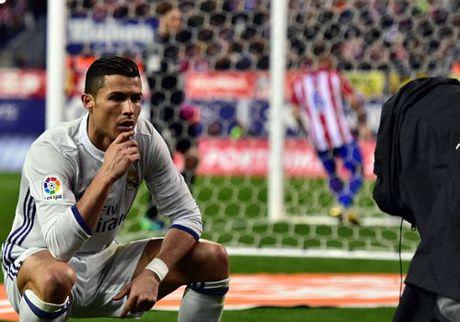 Ronaldo an mung kieu moi: Cong dong mang phat sot - Anh 1