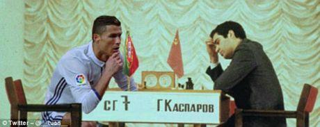 Ronaldo an mung kieu moi: Cong dong mang phat sot - Anh 2
