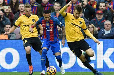Tieu diem V12 La Liga: Barca khon kho, Ronaldo thang hoa - Anh 1