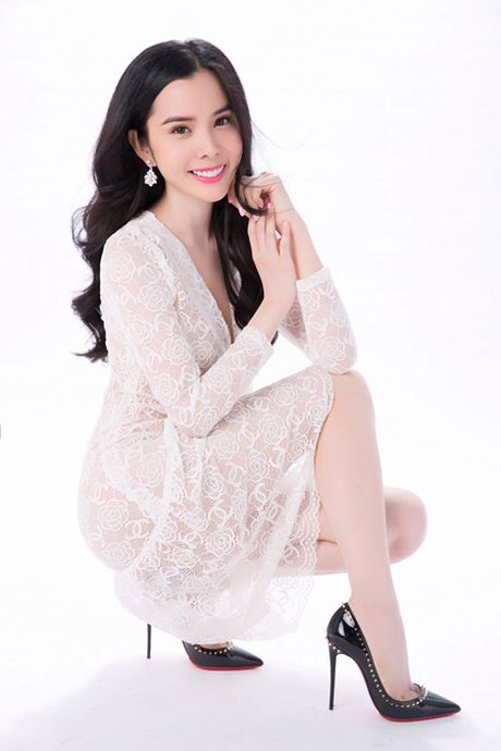 Khoe lan da trang non, A khoi Huynh Vy dep tua suong mai - Anh 3