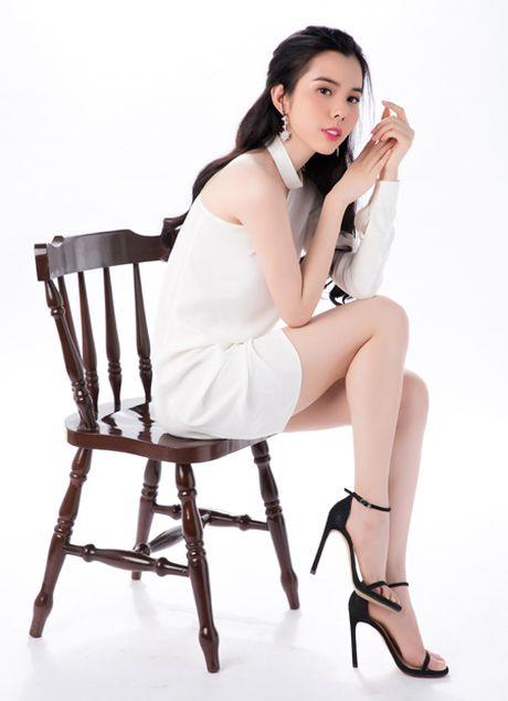 Khoe lan da trang non, A khoi Huynh Vy dep tua suong mai - Anh 4