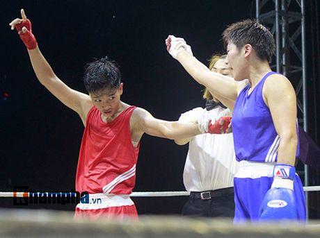 Nguoi dep doi mua xem so tai boxing Viet - Nhat - Anh 4