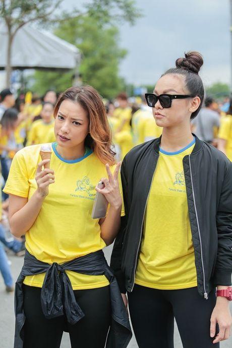 Mai Ngo, Lilly Nguyen, Nam Em cung dan nghe si chay bo tu thien - Anh 2