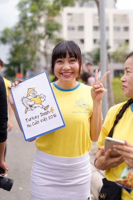 Mai Ngo, Lilly Nguyen, Nam Em cung dan nghe si chay bo tu thien - Anh 30