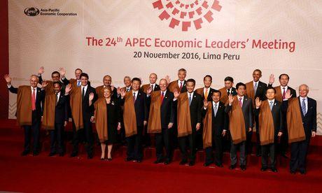 Trang phuc doc dao cua lanh dao du APEC qua cac nam - Anh 1