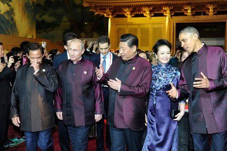 Trang phuc doc dao cua lanh dao du APEC qua cac nam - Anh 2