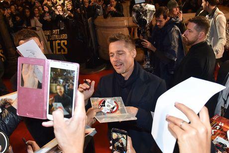 Brad Pitt va Marion Cotillard tham thiet o Paris - Anh 2