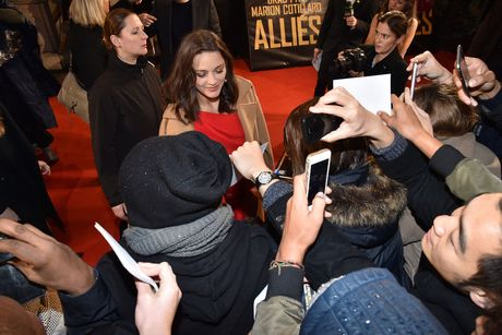 Brad Pitt va Marion Cotillard tham thiet o Paris - Anh 3