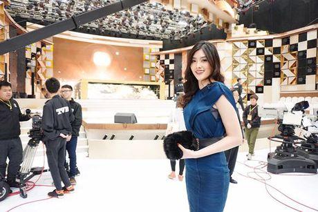 Huynh Tien mot minh qua Hong Kong du sinh nhat TVB - Anh 1