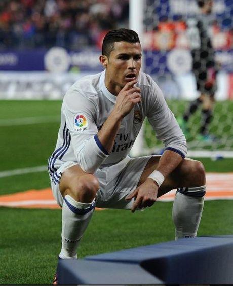 Dan cu mang che anh an mung ban thang cua Cristiano Ronaldo - Anh 2