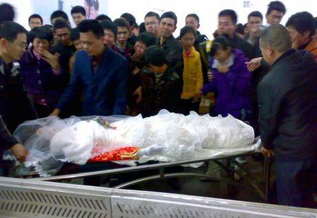 Dong phong voi thi the ban gai xinh va su that nghen ngao - Anh 9
