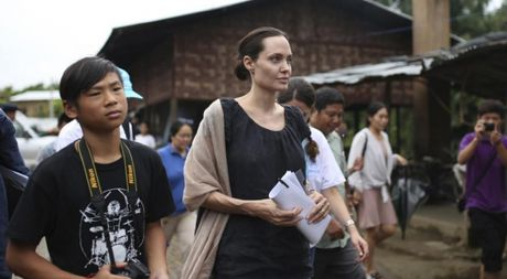 Angelina Jolie that hua khi khong dua Pax Thien ve Viet Nam - Anh 1
