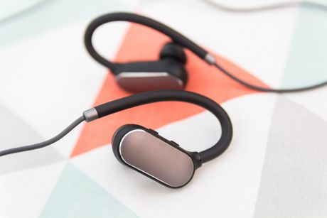 Mo hop tai nghe Mi Sport Bluetooth vua 'cap ben' - Anh 1