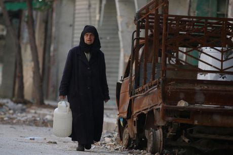 Mau va nuoc mat van roi noi 'chao lua' Aleppo - Anh 3