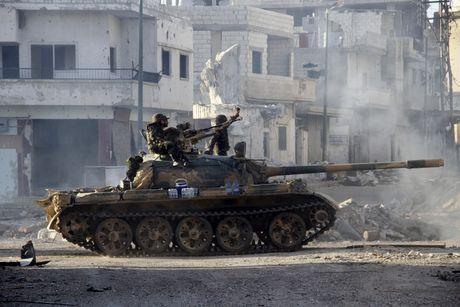 Chao lua Aleppo: Ve binh Syria, quan Palestine cong kich tuyen phong thu thanh chien - Anh 1