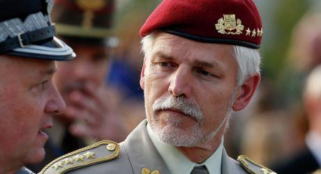 Tuong NATO Pavel: Nga khong de doa NATO, chi bieu duong suc manh - Anh 1