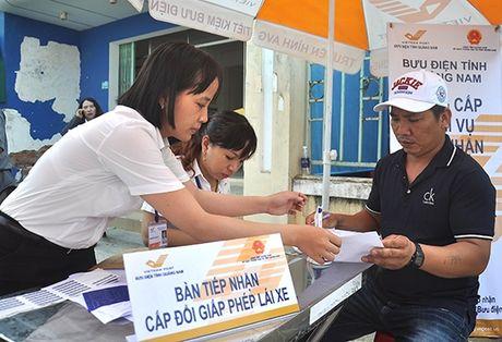 Thuc hien lo trinh doi Giay phep lai xe moi bang vat lieu PET - Anh 1