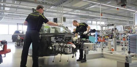 Porsche 918 Spyder duoc lap rap va san xuat nhu the nao? - Anh 1