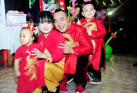 Phi Thanh Van be con den mung sinh nhat cong chua nho nha Hieu Hien - Anh 1