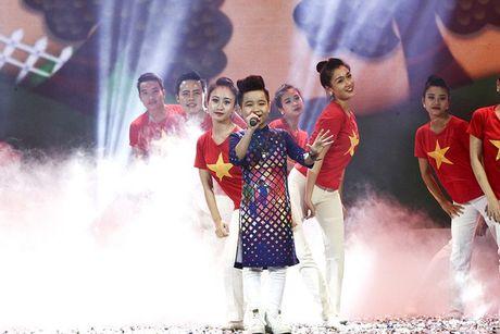 Nhat Minh The Voice Kids dien ao dai, tu tin khoe giong cung Duong Hoang Yen - Anh 2