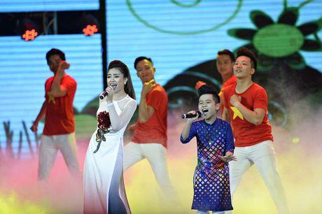 Nhat Minh The Voice Kids dien ao dai, tu tin khoe giong cung Duong Hoang Yen - Anh 3